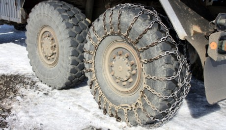FOTO: Sněhové řetězy mnohdy řeší nepříjemné situace
