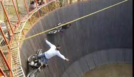 FOTO: Akrobaté předvádějí dechberoucí show