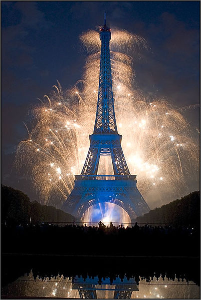 FOTO: Ohňostroj na pozadí Eiffelovky.