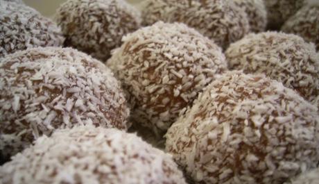 FOTO: Rumové pralinky v kokosu