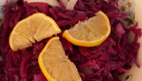 FOTO: Salát z červeného zelí