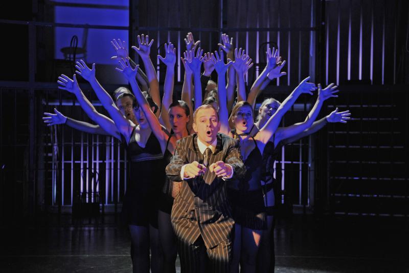 FOTO: Radek Valenta a taneční soubor v muzikálu Chicago