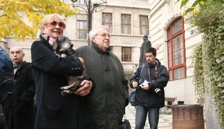 FOTO: Jelena Mašínová a Pavel Kohout na demonstraci za novou budovu Národní knihovny (říjen 2007)
