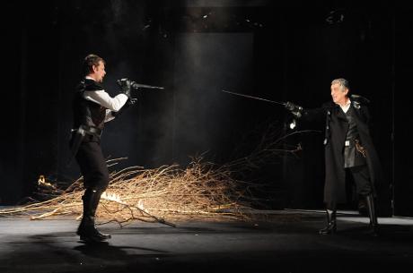 FOTO: Martin Stránský a Pavel Pavlovský v Shakespearově Macbethovi (DJKT, 2011)