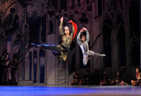FOTO: Abdérachman a Jean de Brienne z Glazunovova baletu Raymonda (DJKT, 2011)