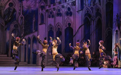 FOTO: Žáci Baletní školy DJKT v Glazunovově baletu Raymonda (DJKT, 2011)