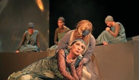 FOTO: Zdena Bittlová a Jindra Janoušková v antickém dramatu Trójanky