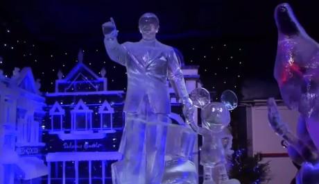 FOTO: Festival ledových soch se inspiruje francouzským Disneylandem