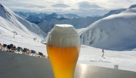 FOTO: Alkohol na sjezdovky nemá patřit