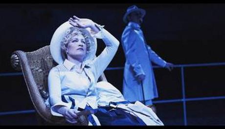 Foto: Inscenace Polední úděl v Divadle v Dlouhé