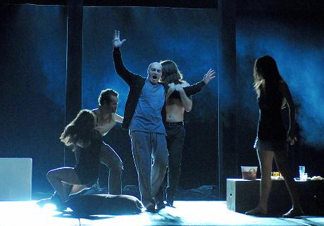 FOTO: Jiří Hájek se členy baletu DJKT v Mozartově opeře Don Giovanni (DJKT, 2012)