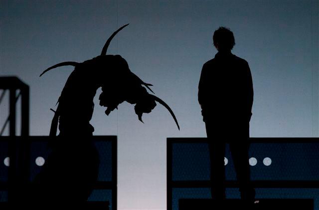 Foto: Jan Dolanský v inscenaci Enron