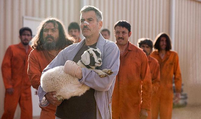 FOTO: George ve filmu Muži, co zírají na kozy