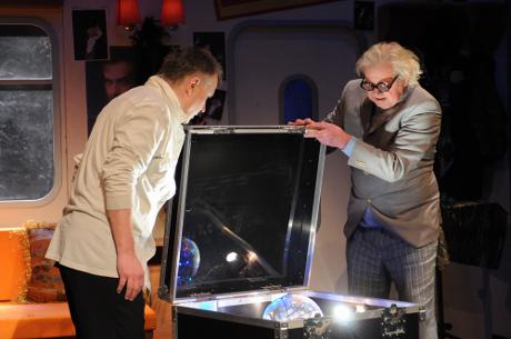 FOTO: Antonín Procházka a Zdeněk Mucha v Procházkově komedii Kouzlo 4D (DJKT, 2012)