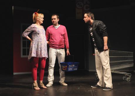 FOTO: Kamila Kikinčuková, Michal Štěrba a Zdeněk Rohlíček v Procházkově komedii Kouzlo 4D (DJKT, 2012)