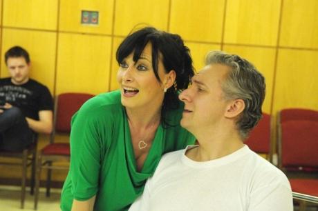 FOTO: Daniela Šinkorová a Bronislav Kotiš při zkoušce muzikálu Prodavači snů (DJKT, 2012)