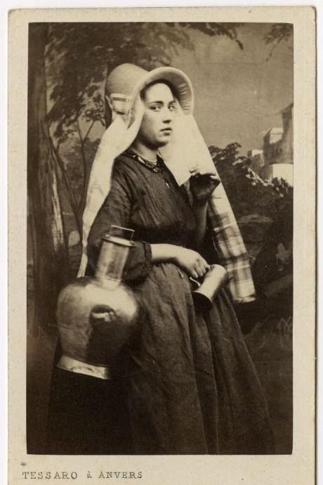 FOTO: Portrét ženy v belgickém oděvu