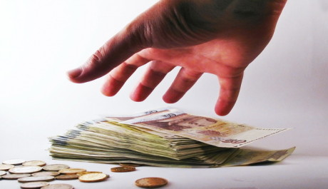 FOTO: Ruka a peníze