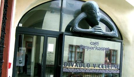 FOTO: Vchod do Divadla v Celetné