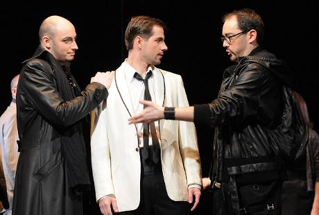 FOTO: Jiří Hájek, Matěj Chadima a Josef Škarka v Mozartově opeře Don Giovanni (DJKT, 2012)