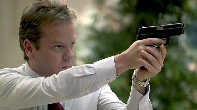 FOTO: Podobnou roli jako ve 24 hodinách si zahrál Sutherland i ve filmu Strážce