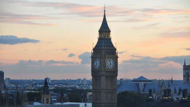 FOTO: Celý příběh se odehrává v Londýně a na venkově.