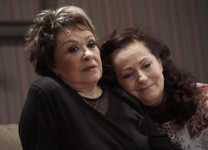 FOTO: Paní plukovníková: Jiřina Bohdalová a Simona Stašová