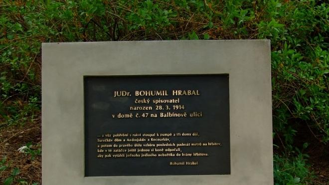 FOTO: Pomník Bohumila Hrabala v Brně-Židenicích.
