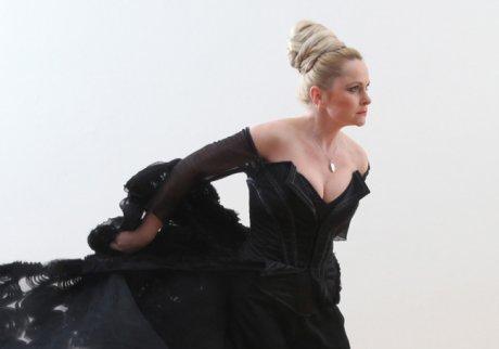 FOTO: Štěpánka Křesťanová v kostýmu Lady Macbeth, kampaň Klasika v Divadle J. K. Tyla (2012)