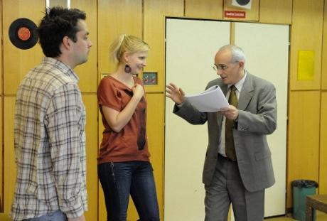 FOTO: Zdeněk Rohlíček, Kamila Kikinčuková a Jan Burian při zkoušce Moliérova Lakomce (DJKT, 2012)