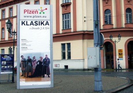 FOTO: Kampaň Klasika v Divadle J. K. Tyla, pěší zóna u hlavní pošty v Solní ulici (2012)