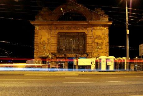 FOTO: Budova starého nádraží Plzeň Jižní Předměstí (Moving Station)
