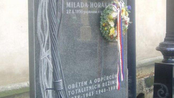 FOTO: Náhrobek Milady Horákové