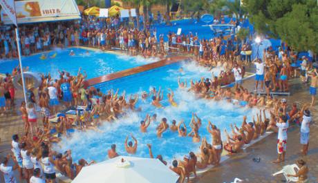 FOTO: Nespoutaná párty na španělské Ibize