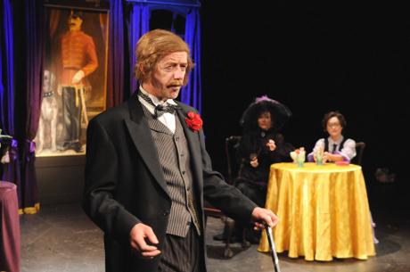 FOTO: Jiří Langmajer v roli barona Kraztmara v muzikálu Adéla ještě nevečeřela (DJKT, 2012)