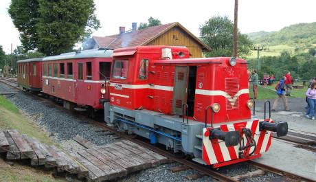 """FOTO: Přídavná lokomotiva """"Puklík"""""""
