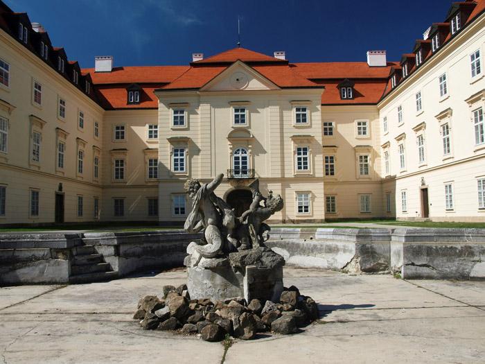 FOTO: Barokní zámek Napajedla je dnes v soukromém vlastnictví