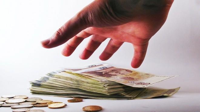 FOTO: Lačnost po penězích