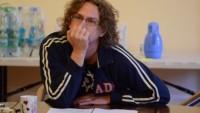 FOTO: Režisér Vilém Dubnička na první čtené zkoušce komedie V nouzi po znáš přítele (Divadelní léto, 2012)