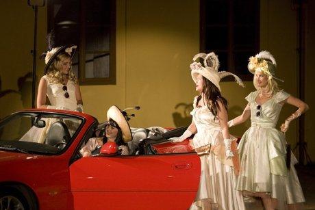 FOTO: Jana Bernášková, Kristýna Leichtová, Týna Průchová a Lenka Ouhrabková v Shakespearově komedii Marná lásky snaha (Divadelní léto, 2011)