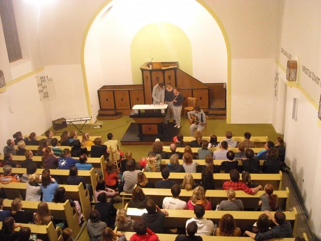 FOTO: Športniki hraje v kostele
