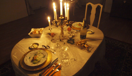 FOTO: Večeře při svíčkách v prostorách zámecké kavárny