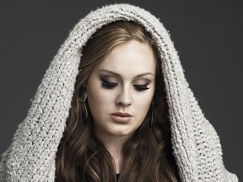 Jeden z největších hitů Adele Someone Like You pojednává o nevydařeném vztahu. Zdroj: adele.tv