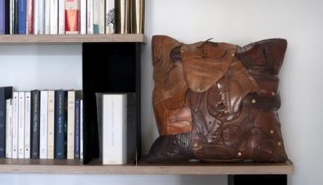 OBR: Polštář ušitý ze starých bot
