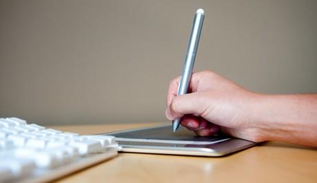FOTO: Designing on a tablet
