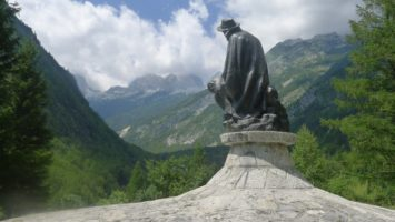 Julius Kugy vzhlíží na velikány Julských Alp