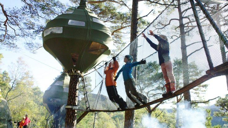 foto: základní tábor na turistické cestě v Preikestolenu