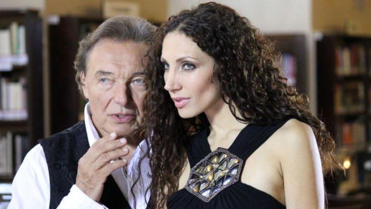 FOTO: Lounová a Karel Gott při natáčení videoklipu v Klementinu