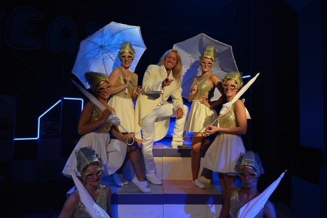 FOTO: Kamil Střihavka jako anděl v muzikálu Pomáda