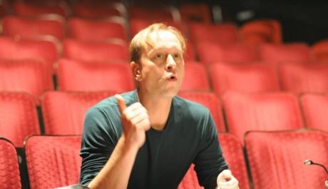 FOTO: Jakub Zindulka vede soubor Spodina v Divadle Dialog